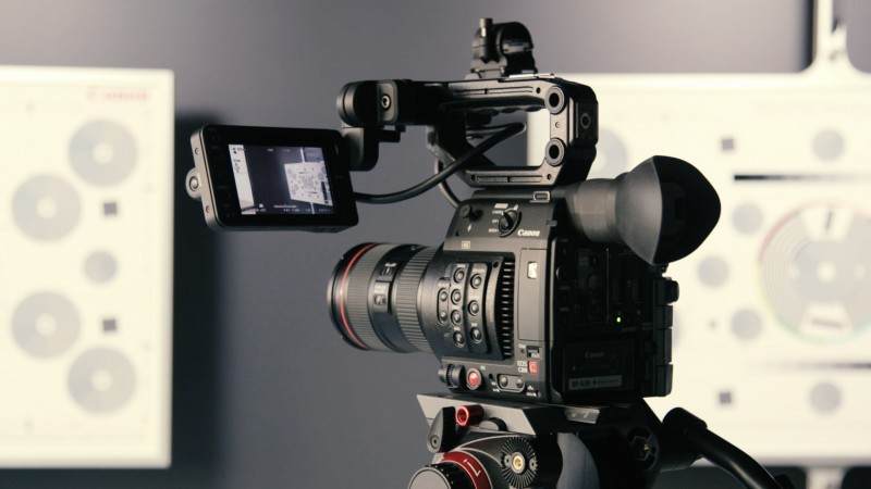 7 Valuable Tips On How to Choose a Professional Video Camera
